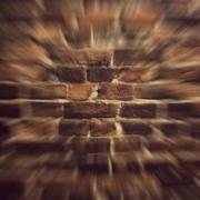 Fejjel a falnak